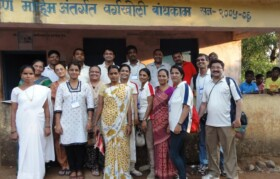 A group picture - of volunteers, doctors and local support team.