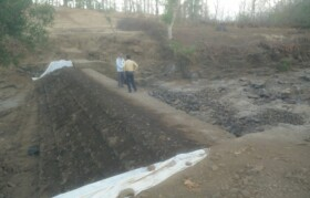 Another layer of stone-soil to reinforce the dam wall