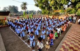 Kids gather back in school for Flag hoisting